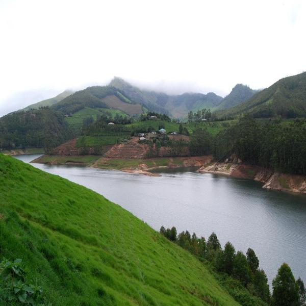 Another view of the Lake Kundala in Munnar